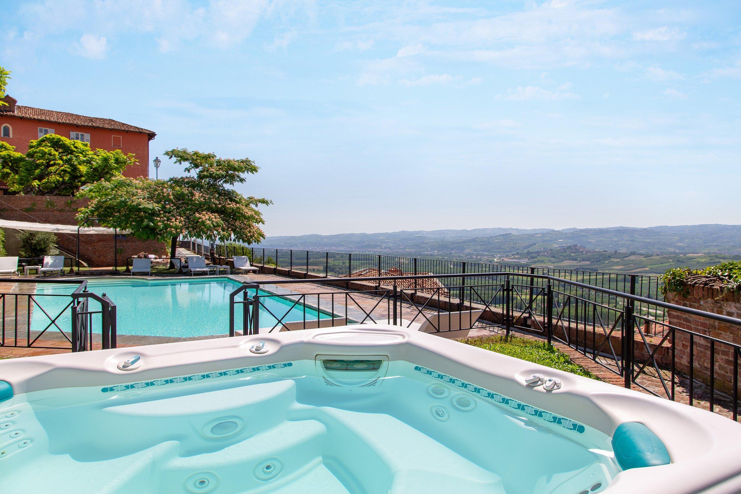 La piscina e l'idromassaggio - Hotel Castello Santa Vittoria